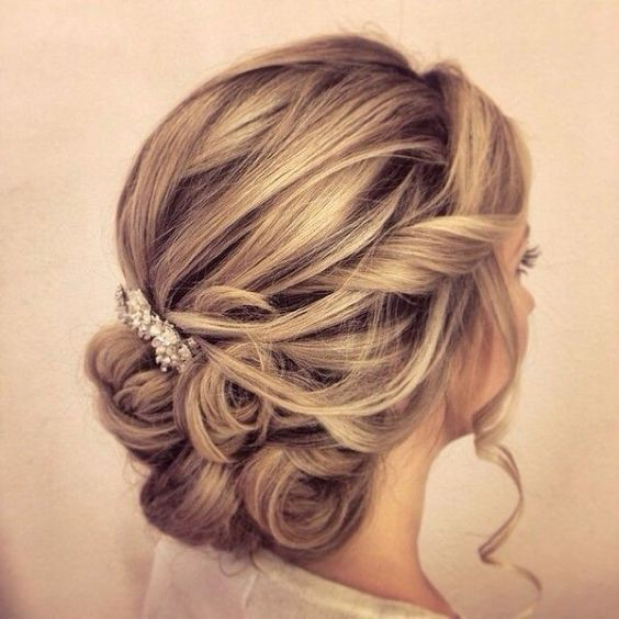Medium Length Hairstyles For Weddings: 24 Lovely Medium-length Hairstyles For 2019 Weddings