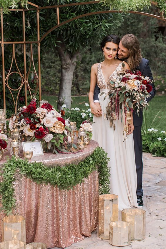 22 Romantic Burgundy and Rose Gold Fall Wedding Ideas