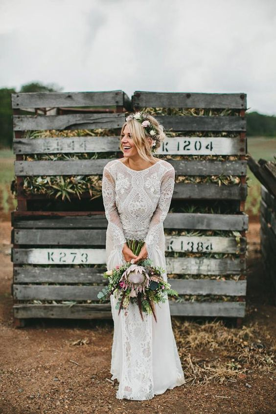 Rustic Protea Bouquet Ideas With Lace Dress