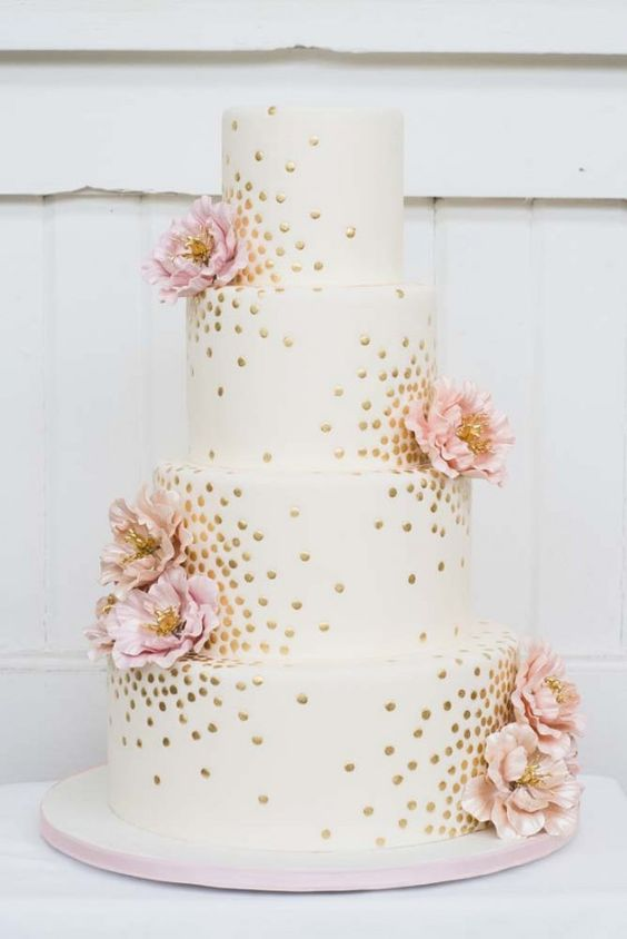 Wedding cake in white and pink gold