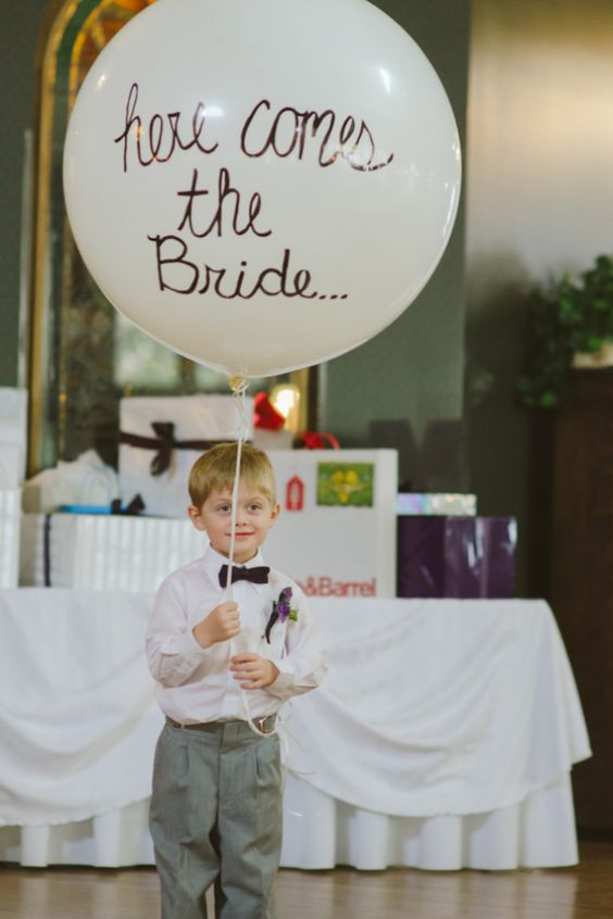 Love this ring bearer idea. Cute and simple.