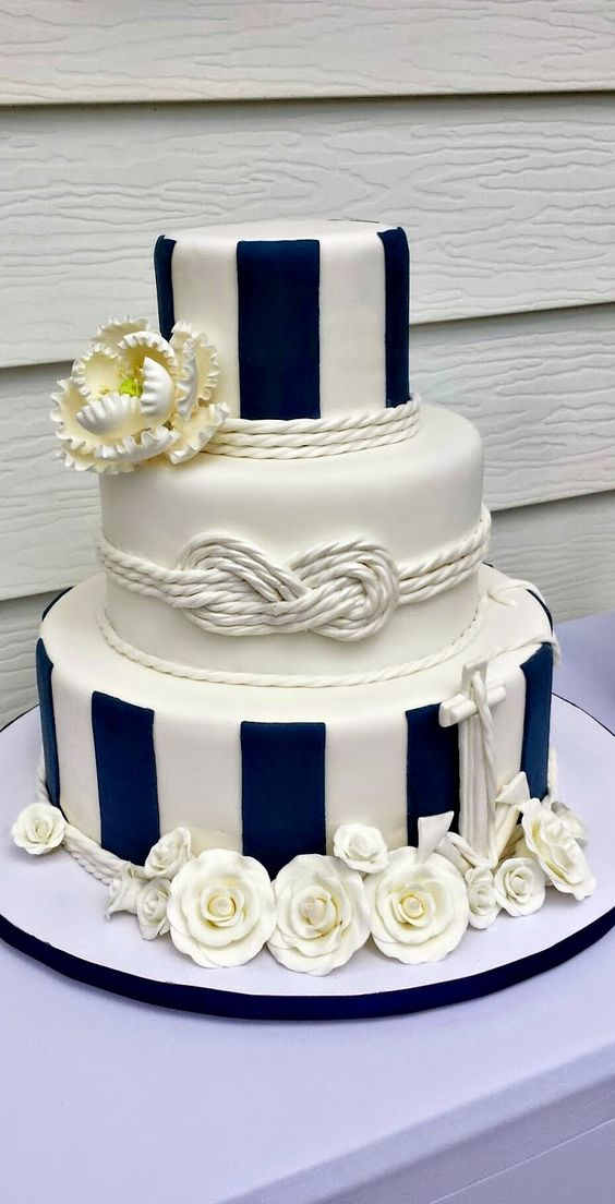 ... Nautical Wedding Cake With Shells Rather Than Flowers ...