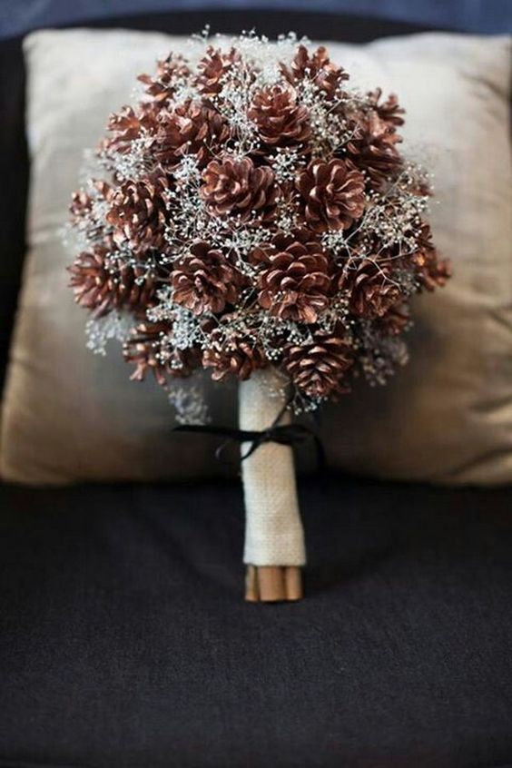 creative and dramatic winter wedding bouquet