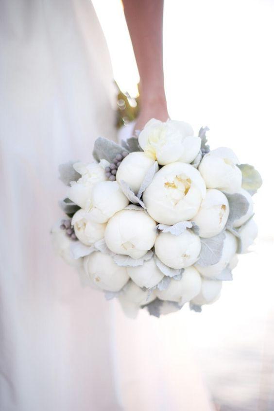 elegant white winter wedding bouquets