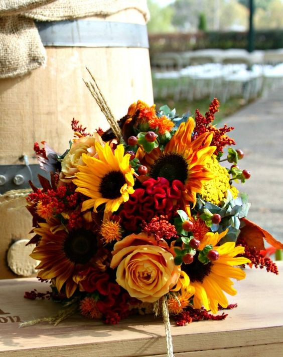 fascinating sunflower-decorated fall wedding bouquet