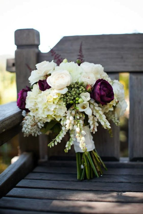 ivory and greenery fall wedding bouquets
