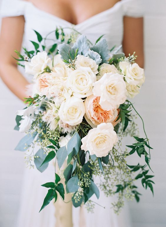 simple chic-detailed fall wedding bouquet