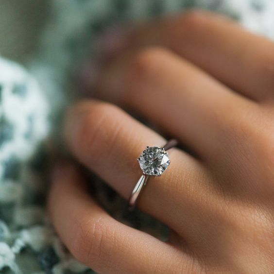 simple solitarie engagement ring
