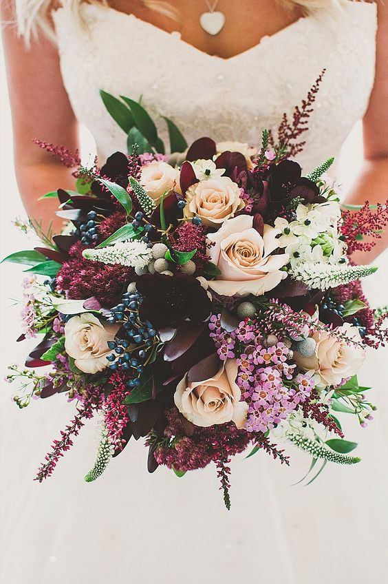 stylish rustic wedding bouquets for autumn wedding