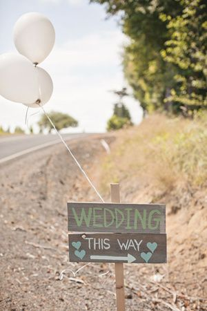 wedding direction sign ideas with balloon