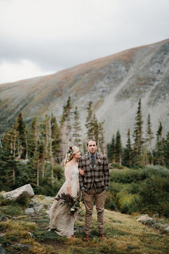 A gorgeous styled elopement shoot in the wilderness of Colorado