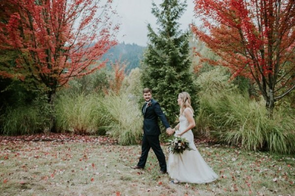 Oregon fall wedding elopement at Cathedral Park
