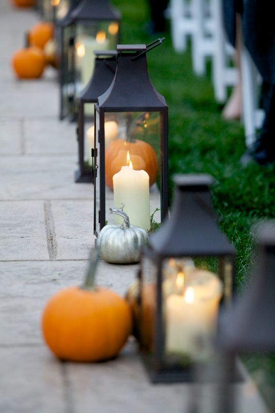 awesome lantern and pumpkin decorations for outdoor wedding
