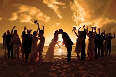 beach wedding with fantastic group photo ideas