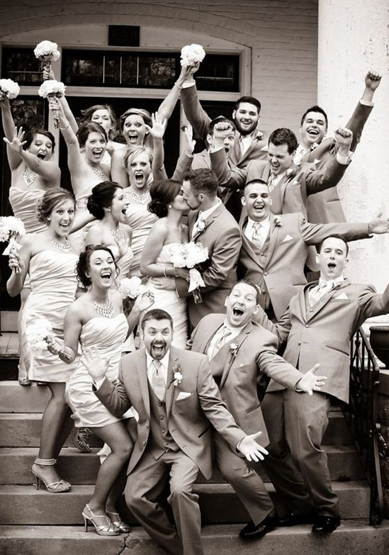 best wedding day group photo idea ever