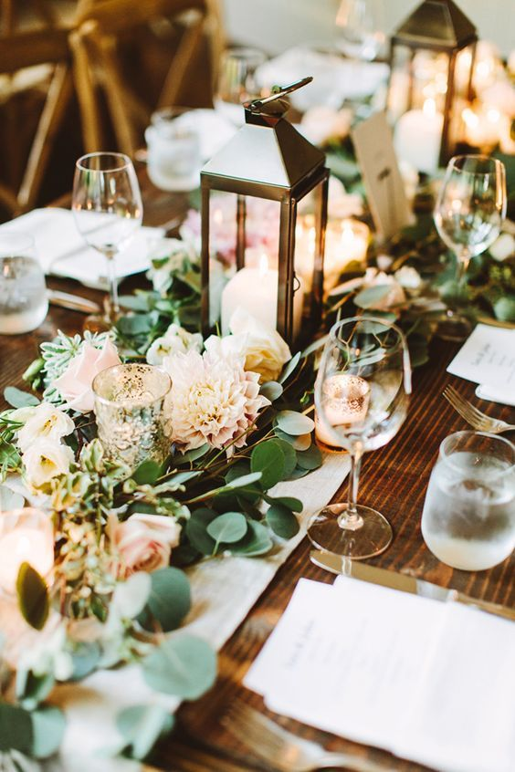 Romance and warmth 29 genius winter wedding table setting ideas charming and eye catching winter wedding decor junglespirit Choice Image