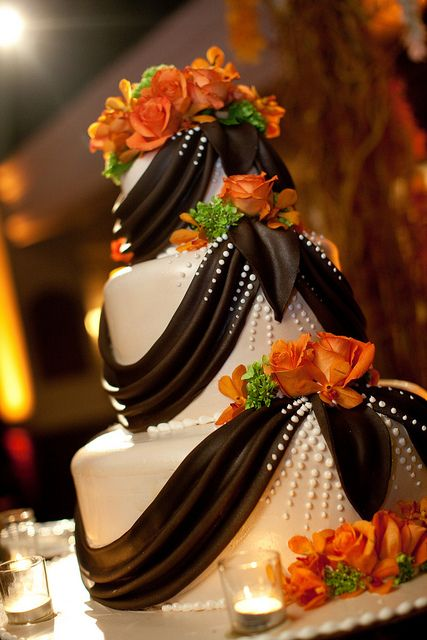 classic black and white wedding cake for fall nuptial