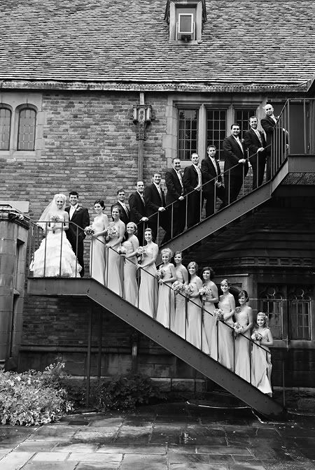 classic wedding photo ideas with bridesmaid and groomsmen