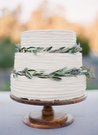 eye-catching botanical fall wedding cake