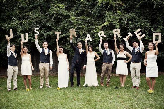 foto de grupo atraente no dia do casamento