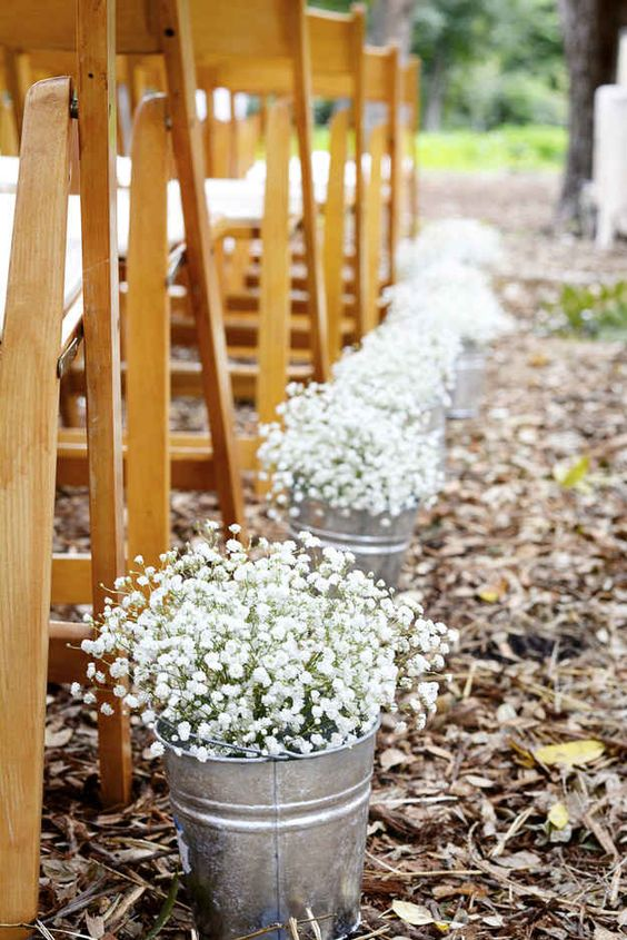 outstanding fall wedding decor with baby's breath