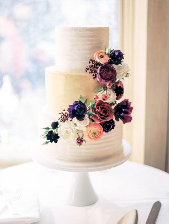 plain yet romantic autumn wedding cake