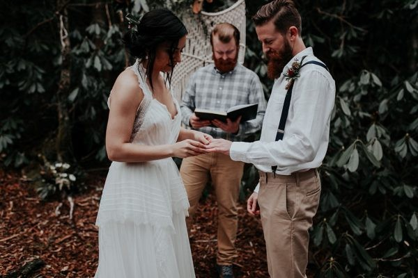 simple woodland elopement inspiration