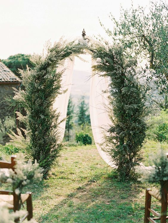 simple yet attractive backdrop for tuscany wedding