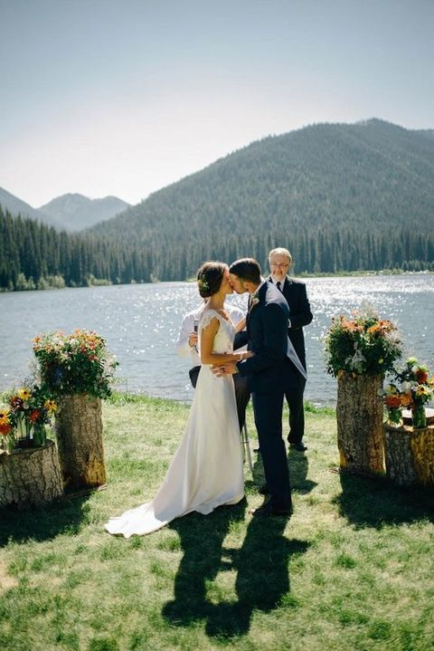 stylish and relaxed lake elopement for autumn wedding
