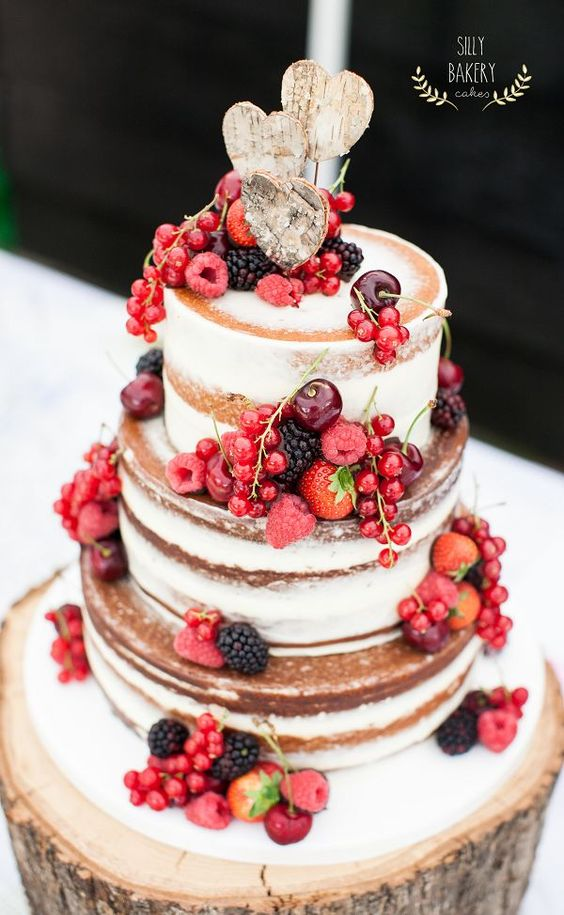 sweet berry wedding cake for autumn