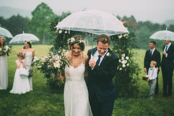 26 Rainy Day Wedding Photos That Are Hopelessly Romantic