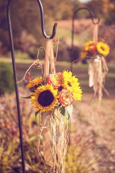 vintage floral aisle decorations for rustic fall wedding