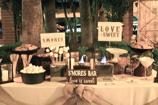 water-mouthing wedding S'more Bar