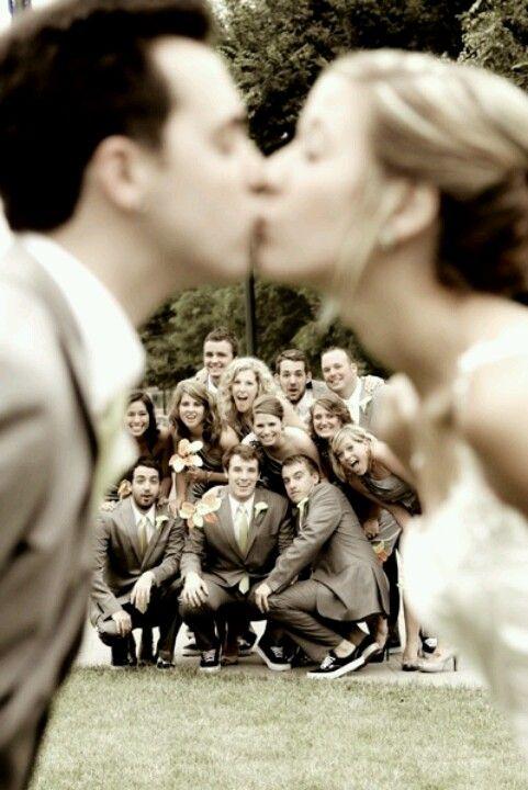 wedding day kiss photo idea