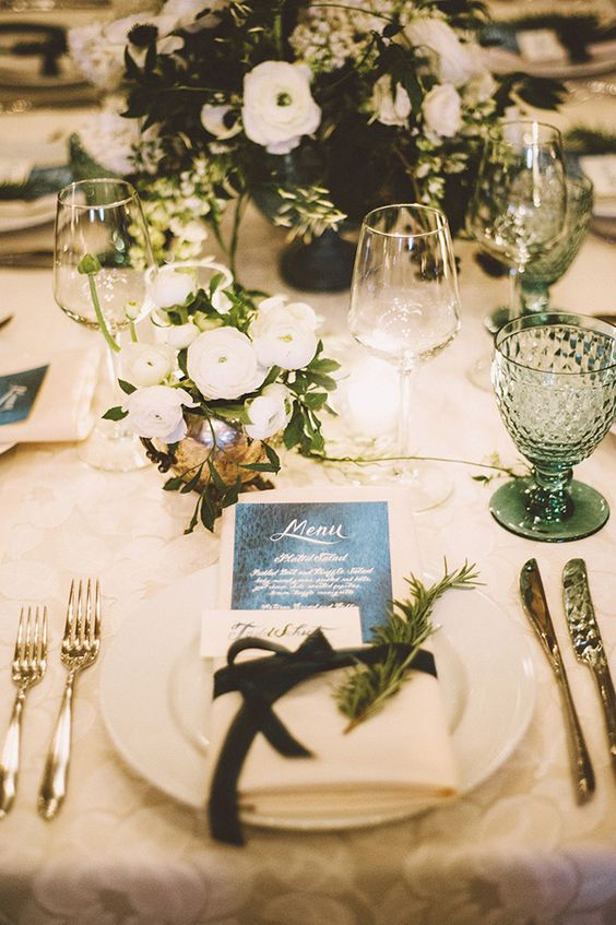 ... winter table decoration with vintage glam ... & Romance and Warmth-- 29 Genius Winter Wedding Table Setting Ideas