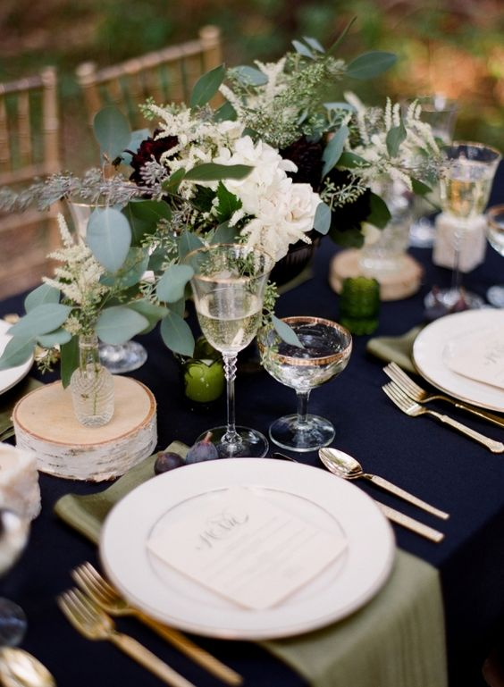 winter wedding with greenery and silver decoration winter wedding table setting ... & Romance and Warmth-- 29 Genius Winter Wedding Table Setting Ideas