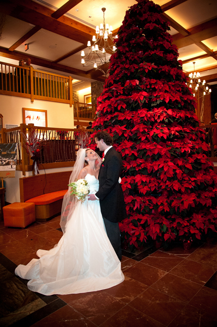 Eye-catching Red Winter Wedding Ideas You Will Never Regret Having! 004
