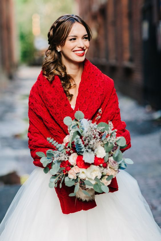 Eye-catching Red Winter Wedding Ideas You Will Never Regret Having! 006