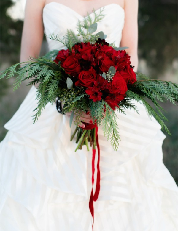 Eye-catching Red Winter Wedding Ideas You Will Never Regret Having! 008