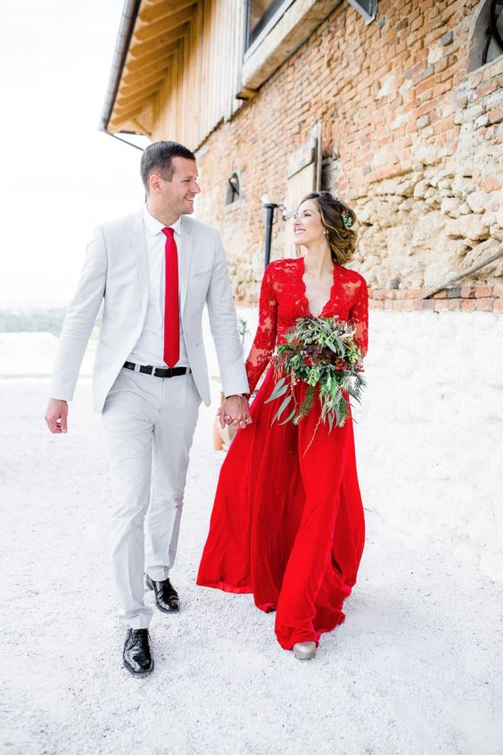 Eye-catching Red Winter Wedding Ideas You Will Never Regret Having! 013