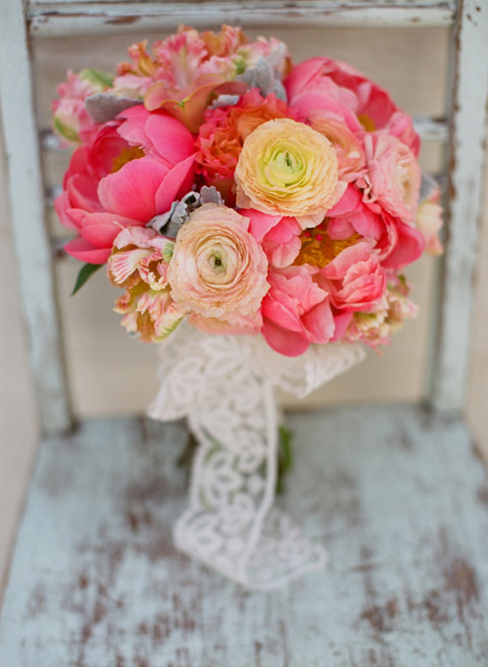 Super picture-perfect peony wedding bouquets you will adore 023