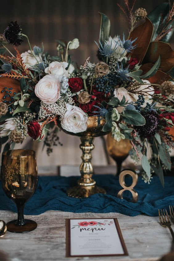 Vintage Wedding Centerpieces That Take Your Wedding to a New Level 008