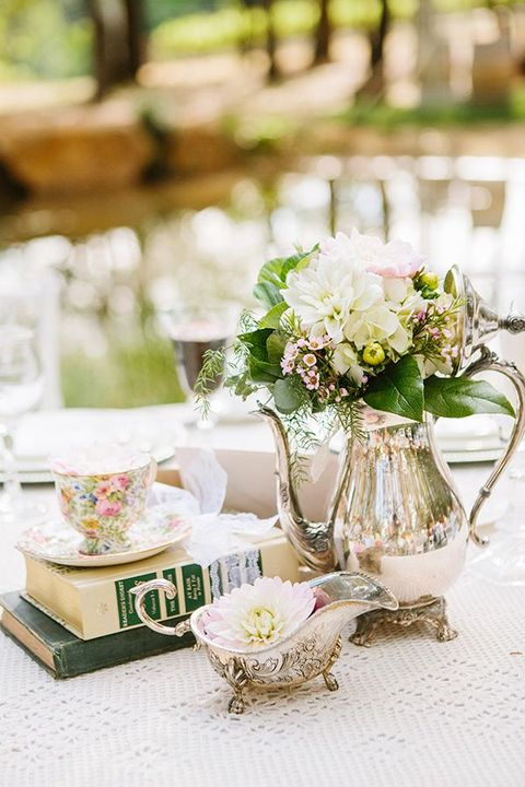 Vintage Wedding Centerpieces That Take Your Wedding to a New Level 017