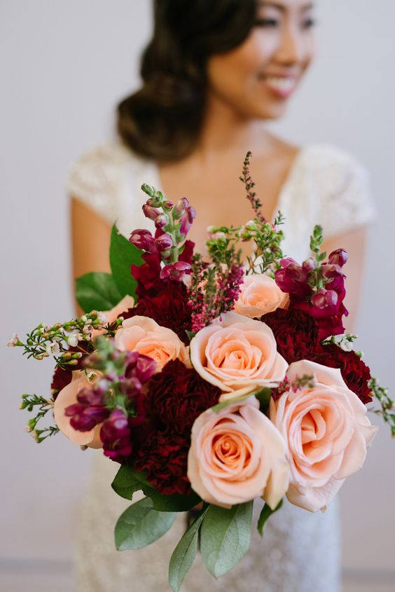 burgundy peach bouquet - photo by GreenAutumn Photography