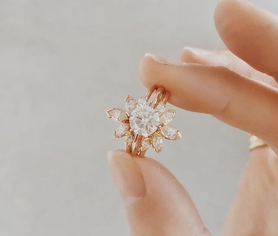 18 Floral Diamond Engagement Ring You Will Love_001