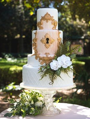 wedding cake with fairy lights 20 enchanted forest wedding themed ideas 26872