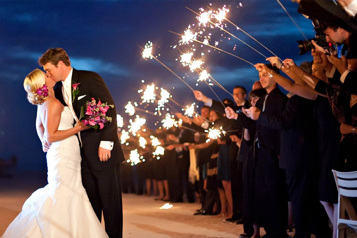20 Magical Wedding Sparkler Send-Off Ideas for Your Wedding