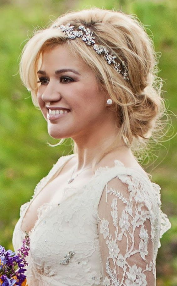 Kelly Clarkson's Wedding Hair with accessories