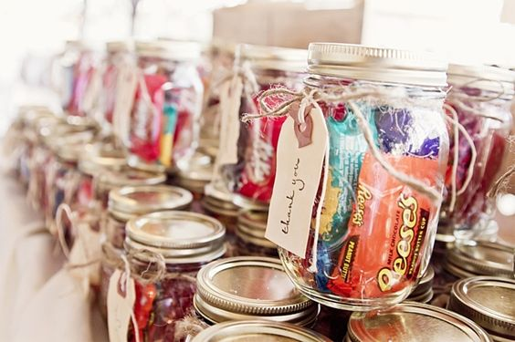 Cute Affordable Mason Jar Wedding Favor Ideas Your Guests Will Love_14