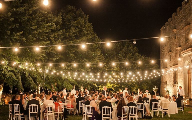 Light up Your Wedding with These 18 String Lights Ideas_2